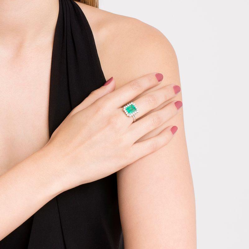anel-esmeralda-brilhantes-brancos-frontal