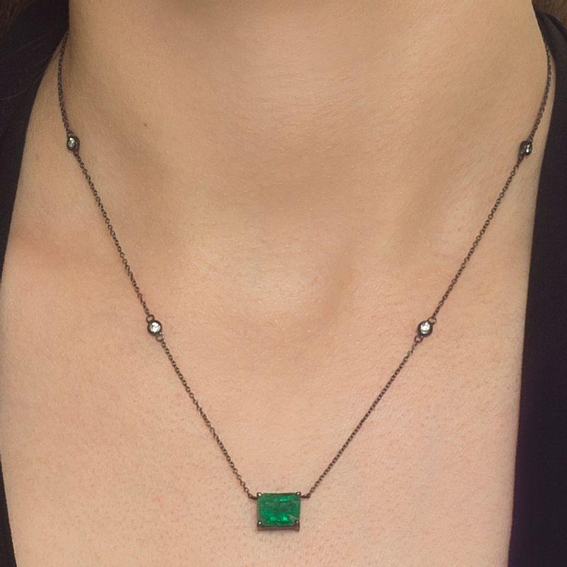 modelo-colar-esmeralda-ouro-negro-detalhe-COONESM76656