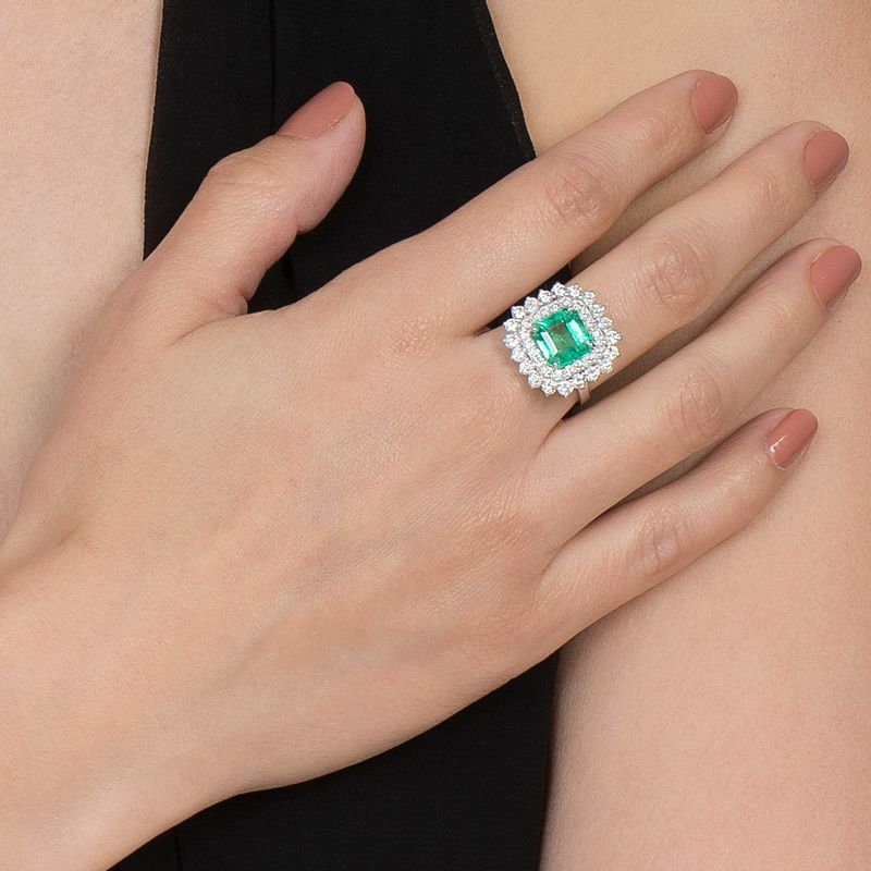 modelo-anel-esmeralda-colombiana-brilhantes-detalhe-ANOBESM23300