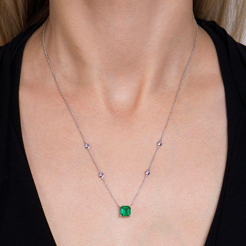 modelo-colar-esmeralda-brilhantes-detalhe-COOBESM58367
