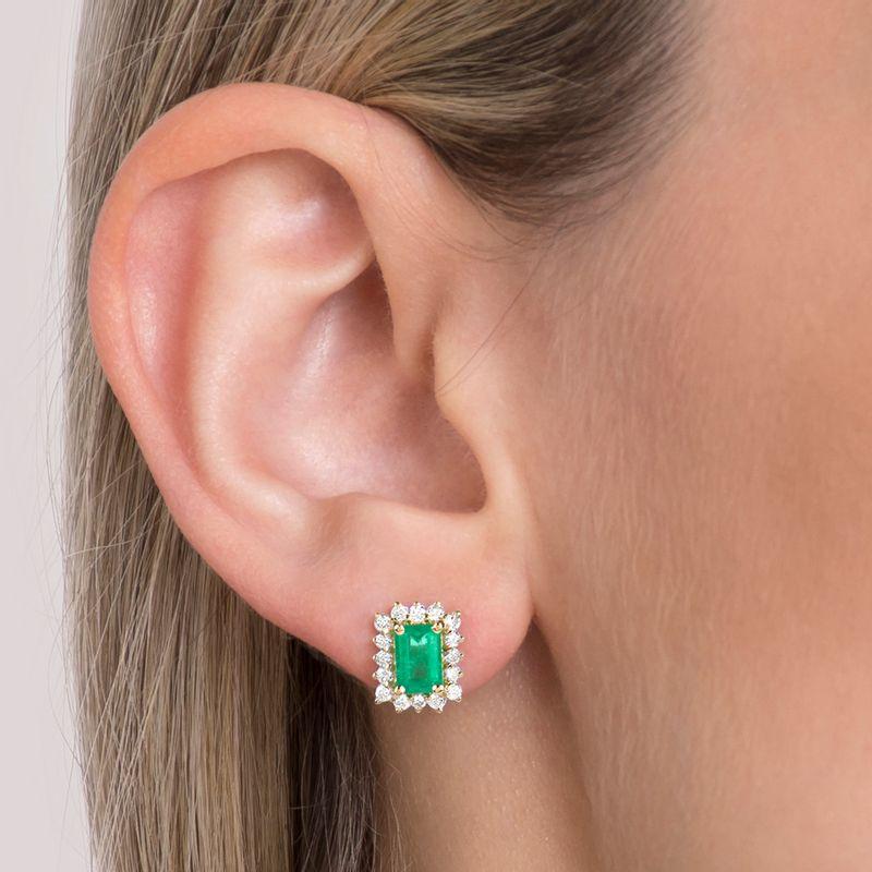 modelo-brinco-esmeralda-retangular-brilhantes-detalhe-BROAESM88924